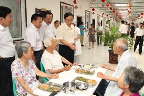 刘润璞会长带领调研组到四平市调研失能老人生活状况